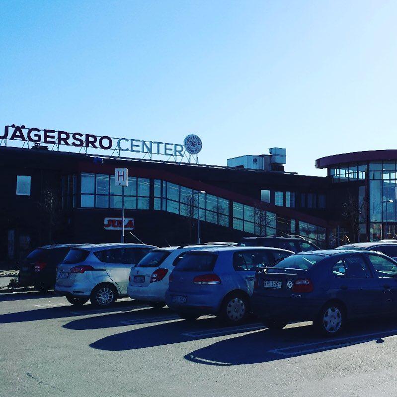 Jägersro Center är Malmös fjärde största köpcentrum med ett brett utbud av  butiker för alla åldrar under samma tak. Här erbjuds allt från kläder fd951542c4990